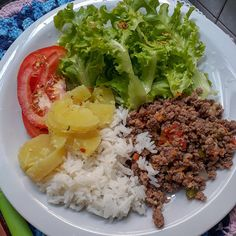 A imagem pode conter: 1 pessoa, comida. Healthy Snacks, Healthy Eating, Healthy Recipes, Food Staples, Food Photo, Mexican Food Recipes, Food Inspiration, Clean Eating, Food And Drink