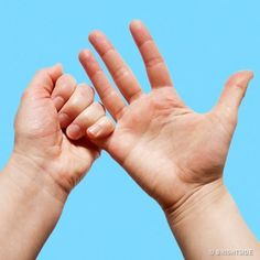"""Look at your hands. If your answer is """"just my hands,"""" ask a reflexologist. Health Facts, Health And Nutrition, Hand Pressure Points, Tai Chi, Hand Reflexology, Accupuncture, Natural Health Remedies, Anti Stress, Hold You"""