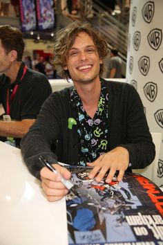 Matthew Gray Gubler, who voices The Riddler in BATMAN: ASSAULT ON ARKHAM, signs for a fan at the Warner Bros. booth at Comic-Con 2014. Hope the fan can decipher his writing! #WBSDCC