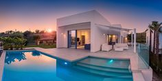 An exclusive villa on a privileged spot of Las Colinas Golf. Right at the golf course, surrounded by beautiful communal gardens and natural stone pavement Alicante, Golf, Villas, Stone Pavement, Investment Property, Beautiful Gardens, Townhouse, Luxury Homes, New Homes