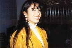 23 Gorgeous Photos Of Selena Quintanilla-Pérez You've Probably Never Seen Before Selena Quintanilla Perez, Selena Mexican, Selena Pictures, Selena Pics, Selena And Chris Perez, Pretty People, Beautiful People, Michael Jackson, Role Models