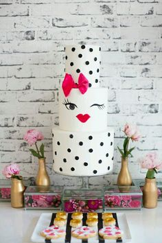 Throw A Kate Spade Inspired Bridal Shower of Bachelorette Party Dr who cake with a few modifications! Bolo Fondant, Bolo Cake, Fondant Cakes, Cupcake Cakes, Fancy Cakes, Cute Cakes, Pretty Cakes, Girly Cakes, Sweet Cakes