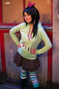 Vanellope von Schweetz cosplay! :D  (Her tights have two different stripe patterns.