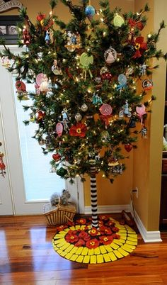 """Pinner said: """"Wizard of Oz tree! I now see how people get so crazed over their hallmark ornament series..."""" I am one of those people's collecting all the Hallmark ornaments!"""