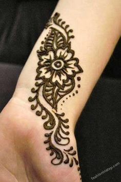 Latest Fashion Mehndi Designs 2012 For Brides & Girls o