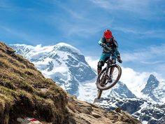 Räder hoch wer das Matterhorn erkennt! Top shot von @balzweber - Whoop whoop the final race of the @world_enduro 2019 will be held in Zermatt! So start dreaming of views like that! Head to ride.ch to read the news! Btw. I took this photo last summer during the BMC-Launch in Zermatt. Thanks to @ludo_may who did a great style job in front of the impressive Breithorn. #enduroworldseries #finally #in #switzerland #epicshit #ews_zermatt #stokedaf traillovefestival #matterhorn #picoftheday…