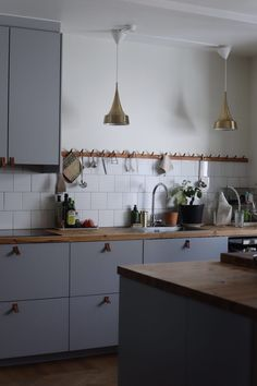 Kitchen Time, New Kitchen, Kitchen Dining, Kitchen Cabinets, White Wooden Floor, Scandinavian Home, Küchen Design, Beautiful Kitchens, Kitchen Flooring