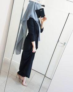 Gülü seven dikenine katlanır 💝 Wearing the gorgeous @poplook Amanda Maxi Dress im size small and @uneditedscarves hijab 😻
