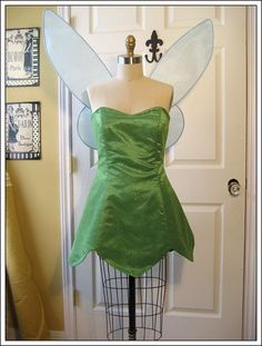Tinkerbell Costume from Modified Simplicity 5561 diy disney cosplays Adult Tinkerbell Costume, Tinkerbell Dress, Frozen Costume, Pocahontas Costume, Disney Cosplay, Disney Costumes, Adult Costumes, Couple Costumes, Halloween Kostüm
