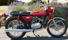 Classic Motors, Classic Bikes, Old Street, Street Bikes, Moped Motorcycle, Kawasaki Motor, Small Motorcycles, Japanese Motorcycle, Old Bikes