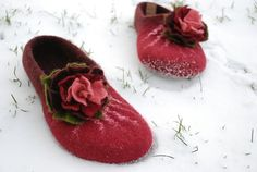 Felted slippers cherry burgundy wine with flower made by zavesfelt