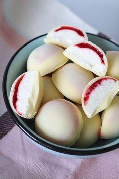 Himmelske Grønne Feta Pakker – One Kitchen – A Thousand Ideas Sweet Desserts, Just Desserts, Delicious Desserts, Yummy Food, Candy Recipes, Dessert Recipes, Danish Dessert, Ice Cream Bites, Sweet Pastries
