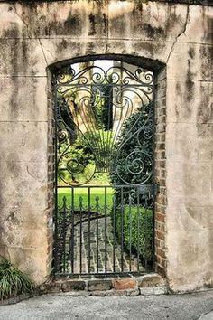 Ambiance proven ale dans ce jardin avec cette fontaine en for Jardin secret wine