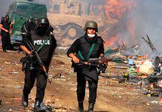 Mueren 36 islamistas detenidos en Egipto durante asalto a convoy que los trasladaba. En la caravana iban por lo menos 600 personas que habían sido capturadas durante hechos de violencia entre las fuerzas de seguridad egipcias y partidarios del derrocado presidente Mohamed Morsi. Detalles: http://www.elpais.com.co/elpais/internacional/noticias/mueren-36-islamistas-detenidos-asalto-convoy-trasladaba-egipto