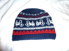 Traktor-marius ? ! :) Knitting For Kids, Knitting Socks, Baby Knitting, Knitted Hats, Knitting Patterns, Baby Barn, Knit Crochet, Crochet Hats, Threading