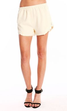 FLORAL CROCHET SHORTS - IVORY