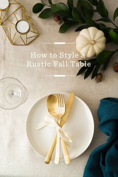How to style a rustic fall table - perfect for thanksgiving and the holidays! /
