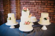 plain white wedding cakes with flowers
