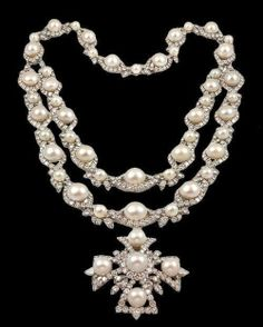 Objects of Desire, Chanel Pearl Necklace