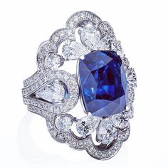 Royal Blue Sapphire Ring set in White Gold