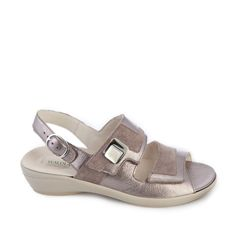 deze sandaal is van het merk Wäldlaufer met uitneembaar voetbed, verstelbaar met het klittenband - Sluimer schoenen