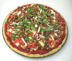 This pizza is a full meal deal, alive with the flavor of tender barbecued chicken chunks, mushrooms, and onions. Everybody knows that a great pizza needs Low Carb Dinner Recipes, Pizza Recipes, Clean Eating Recipes, Paleo Recipes, Whole Food Recipes, Paleo Meals, Paleo Dinner, Healthy Foods, Healthy Eating