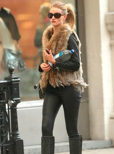 Total Black and Brown Fur Gilet Outfit by Rosie Huntington Whiteley - Paparazzi Look Street Style Fashion - #fashion