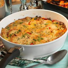 Quick, easy and healthy, this Vegetable and Chorizo Frittata makes light work of a weekday supper. White Bean Soup, White Beans, Aga Recipes, Cooking Recipes, Chorizo Frittata, Chorizo And Eggs, Tacos, Quinoa Soup, Spicy Sausage