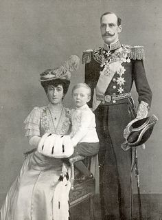 Queen Maud of Norway (born Princess Maud of Wales, daughter of Edward VII) with her husband King Haakon VII and son Olav. Description from britishroyalty.tumblr.com. I searched for this on bing.com/images