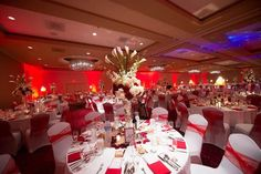 Loving all the red in today's rw. Swoon swoon swoon <3 Photos - @andres valenzuela http://www.myhotelwedding.com/2014/04/09/whimsical-red-white-wedding-renaissance-hotel-new-jersey/ … pic.twitter.com/GJ9fMJ6fnu