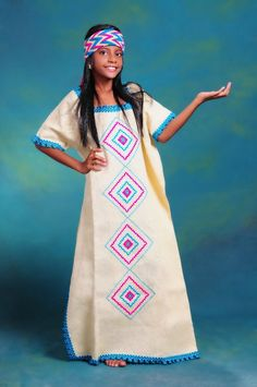 Colombian Women, Tribal Mode, Tribal Fashion, Womens Fashion, Latin Women, Mexican Dresses, Fabric Toys, Mexican Art, Folklore