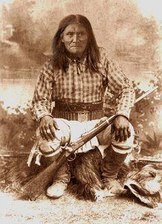 Native American Warrior, Native American Wisdom, Native American Pictures, Indian Pictures, Native American Artifacts, Native American History, Native American Indians, Native Americans, American Symbols