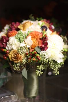 slight touches of wine and white make this autumnal bouquet breathtaking