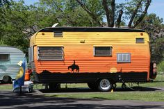 horsey love Tiny Trailers, Vintage Campers Trailers, Vintage Caravans, Camper Trailers, Camping Friends, Gypsy Caravan, Hams, Train Car, Camper Ideas