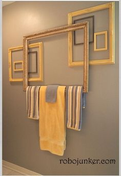 Bathroom Towel Bar from vintage old picture Frames, perfect for cottage style home decor makeover; Upcycle, recycle, salvage, diy~ for the Powder Room! Diy Casa, Old Picture Frames, Decorate Picture Frames, Decorating With Picture Frames, Picture Frame Crafts, Home And Deco, Home Staging, Home Projects, Craft Projects