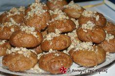 Greek Sweets, Greek Desserts, Greek Cookies, Christmas Cookies, Christmas Ornaments, Pretzel Bites, Sweet Recipes, Cookie Recipes, Food And Drink