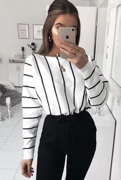 Women Clothing Outfits with Fashion Striped Shirt to Wear with Style Women ClothingSource : Outfits con Camisa de Rayas de Moda para lucir con Estilo by helena_reich Look Fashion, 90s Fashion, Fashion Outfits, Spring Fashion, Trendy Fashion, Fashion 2020, Fashion Trends, Fashion Clothes, Street Fashion