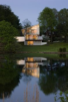 Architect Robert M. Gurney designed the Buisson Residence overlooking Lake Anna in Virginia.