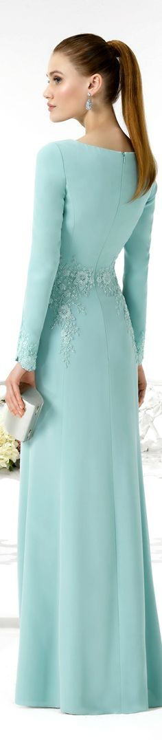 Encuentra tu look perfecto entre los vestidos de novia y vestidos de fiesta que marcan tendencia entre novias e invitadas. Elegant Dresses, Cute Dresses, Formal Dresses, Prom Dresses, Beautiful Gowns, Beautiful Outfits, Hijab Mode, Women's Fashion Dresses, Evening Dresses