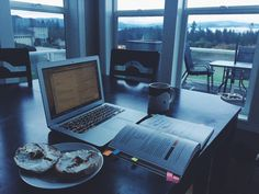 hellostudying:  booksandiphones:  10/27 07:45 a.m. Early morning reading, taking notes with Evernote. I cannot get enough of this view with some breakfast.  the view is seriously amazing