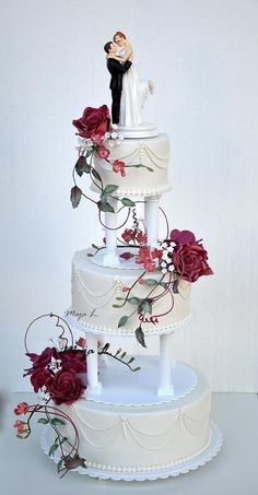 Classic wedding cake on pillars - Cake by majalaska
