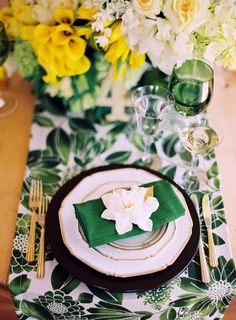 Emerald green, white and yellow table setting