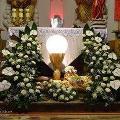Church Flower Arrangements, Church Flowers, Church Altar Decorations, Table Decorations, Corpus Christi, First Communion, Wreaths, Crafts, Home Decor