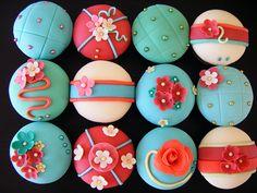ooohhhh...red AND aqua cupcakes.