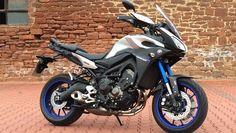 Seit Yamaha nicht mehr mauert, gibt es attraktive Neuigkeiten wie die Tracer.
