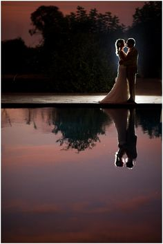 Nighttime silhouettes reflected in water. Pre Wedding Photoshoot, Wedding Pictures, Photoshoot Ideas, Wedding Ideas, Wedding Photography Poses, Wedding Portraits, Flash Photography, Reflection Pictures, Night Time Wedding