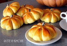 Swedish brioche of Saint Lucia - filippa - Krapfen Pumpkin Recipes, Fall Recipes, Sweet Recipes, Cookie Desserts, Dessert Recipes, Bread Cake, Galette, Bread Baking, Biscotti