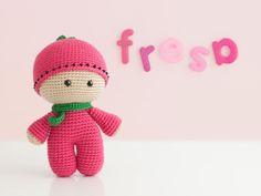 """Muñeco Yoyo Fresa Amigurumi - Patrón Gratis en Español ( click """"Amigurumeando con la Luna"""" en letras azules) Crochet Doll Clothes, Knitted Dolls, Crochet Dolls, Kids Knitting Patterns, Crochet Amigurumi Free Patterns, Crochet Doll Tutorial, Sampler Quilts, Little Doll, Love Crochet"""