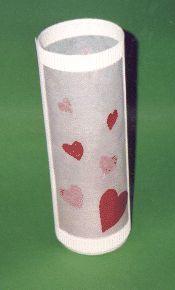 Röhren-Laterne: Transparentpapier, eine leere Käseschachtel - fertig.