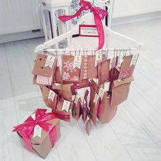 Najpiękniejszy kalendarz Adwentowy jaki miałam ever! Dziękuję @steamaster  na snapku-> shinysyl od 1.12 będę Wam pokazywać co się kryje w tych paczuszkach ❤️ #calendar #surprise #adventcalendar #gift #christmas #christmasgift #blogger #fashionblogger #happy #shinysylhome #whitefloor #whiteinterior #htcdesire626